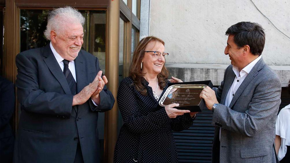 El ministro Arroyo distinguió a la ex ministra de Desarrollo Social Alicia Kirchner