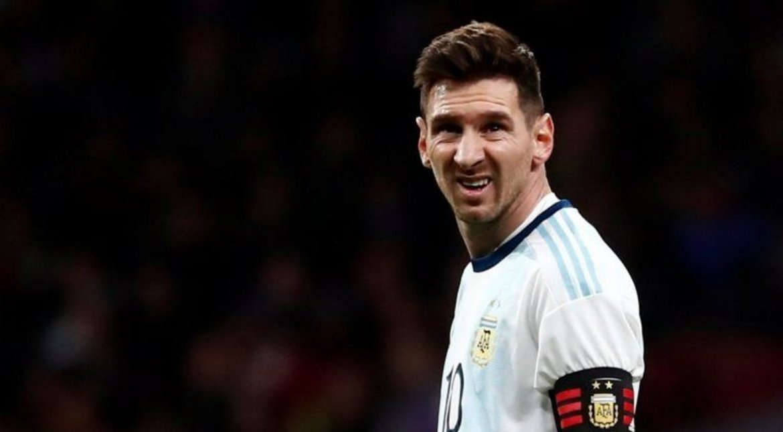 el-var-de-bigbang:-del-pesimo-estado-de-la-cancha-donde-jugara-argentina-al-pifie-de-la-conmebol