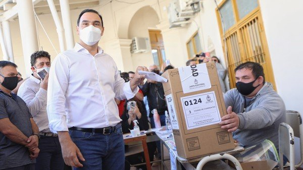 elecciones-en-corrientes:-gustavo-valdes-voto-temprano-y-hay-clima-de-euforia-en-el-radicalismo