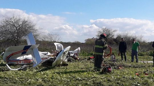 tragedia-en-berazategui:-murieron-dos-personas-en-un-accidente-aereo