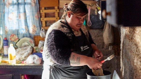 cocina-real:-las-historias-de-las-cocineras-de-comedores-que-inventan-platos-con-lo-que-hay
