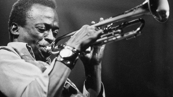 miles-davis:-retrato-del-genio-que-supero-los-prejuicios-de-la-tradicion-y-revoluciono-la-historia-del-jazz