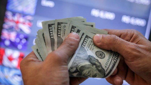 dolar:-el-blue-arranca-la-semana-en-su-maximo-historico-de-$-195-y-la-brecha-cerca-del-86%